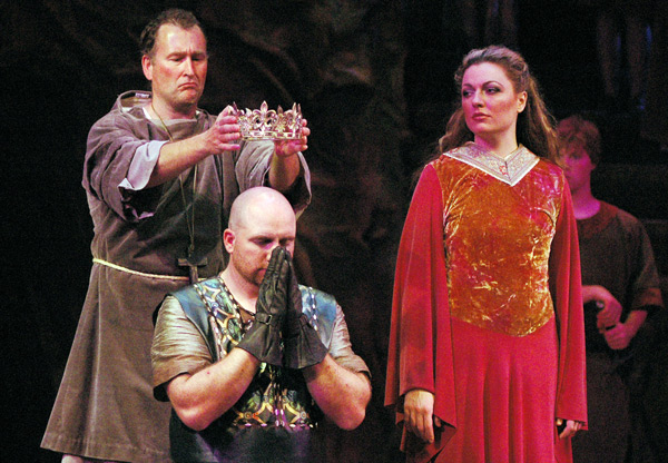 macbeth struggle for power Shakespeare's julius caesar is a work that studies and analyzes the role of power in a specific moment of history: the transition between the roman republic and the roman empire.